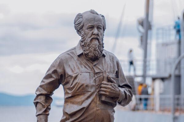 Vladivostok,,Russia,-,August,17,,2018:,The,Monument,To,Solzhenitsyn