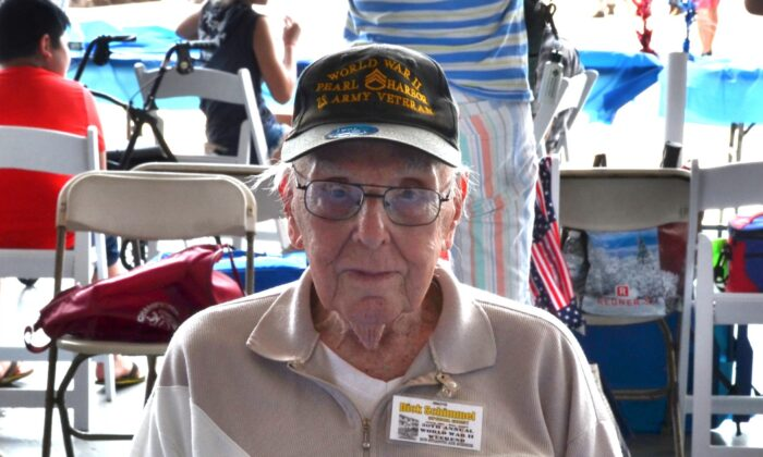 """Richard """"Dick"""" Schimmel, a veteran of Pearl Harbor, recounted the """"Day of Infamy"""" at the WWII Weekend in Reading, Pa., on June 6, 2021. (Frank Liang/The Epoch Times)"""