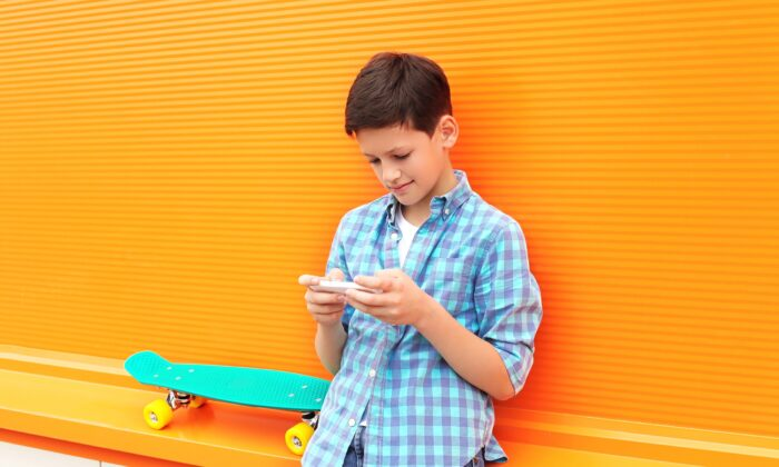 Parents wondering the best age to give their children a smartphone may be asking the wrong question. (Rohappy/Shutterstock)