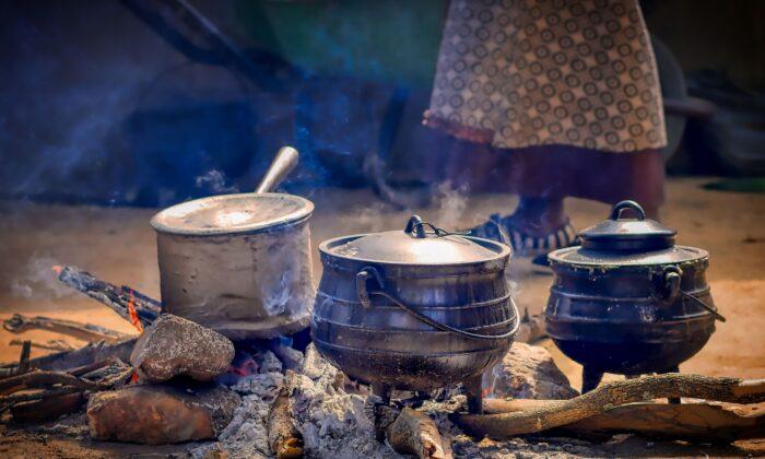 Undated file photo of cooking pots in Zimbabwe. (Albrecht Fietz/pixabay.com)