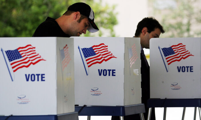 Voters cast their ballots at the Boca Raton Fire Rescue Station in Palm Beach County, Fla., on Nov. 4, 2008. (Marc Serota/Getty Images)