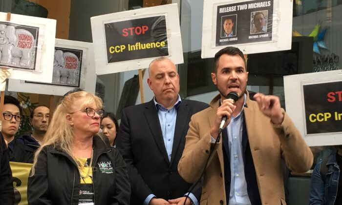 Brad West, mayor of Port Coquitlam, B.C., speaks at a rally protesting the Chinese Communist Party's efforts to wield influence in the province, on Sept. 25, 2019. (Tong Yu/The Epoch Times)