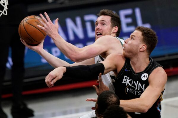Pat Connaughton (24) and Blake Griffin