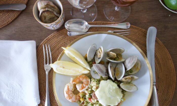 Serve with lemon wedges and mounds of alioli. (Victoria de la Maza)