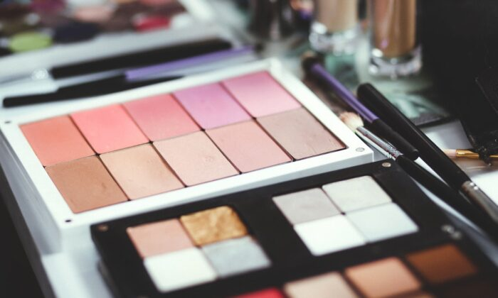 Eyeshadow products. (Freestocks/Unsplash)
