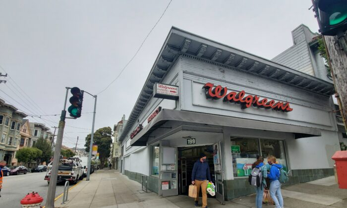 A Walgreens is still open on May 19, 2021 in San Francisco. (Jason Blair/The Epoch Times)