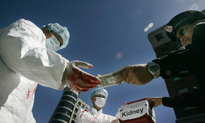 Falun Gong practitioners re-enact illegal payment for human organs in Washington on April 19, 2016. (Jim Watson/AFP via Getty Images)