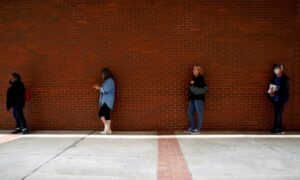 US Weekly Jobless Claims Unexpectedly Rise