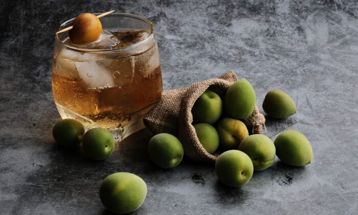 A chilled glass of umeshu, on its own or diluted with seltzer, is a beloved summertime refresher. (Factory X/Shutterstock)