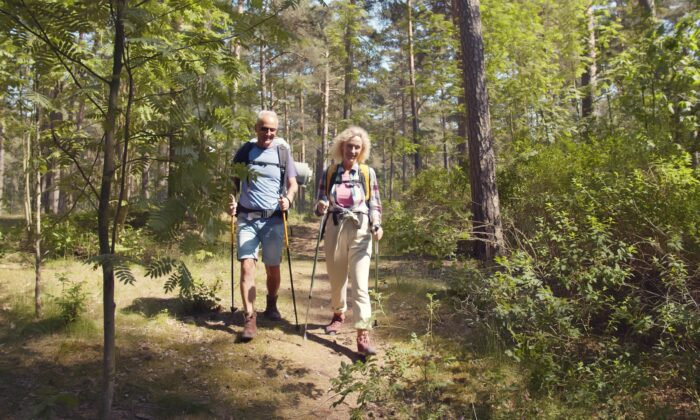 Hiking is beneficial even for those with pre-existing health conditions. (nimito/Shutterstock)