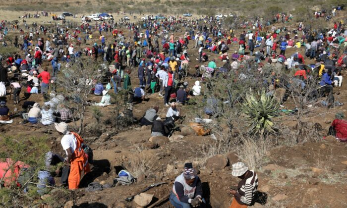 Fortune seekers are seen as they flock to the village after pictures and videos were shared on social media showing people celebrating after finding what they believe to be diamonds, in the village of KwaHlathi outside Ladysmith, in KwaZulu-Natal province, South Africa, on June 14, 2021. (Siphiwe Sibeko/File Photo/Reuters)