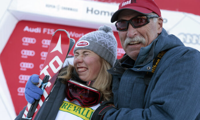 First-place finisher Mikaela Shiffrin (L) poses with her father Jeff Shiffrin after the women's World Cup slalom ski race in Aspen, Colo., on Nov. 28, 2015. (Nathan Bilow/AP Photo)