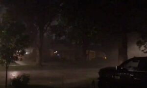 Thunderstorms Batter Chicago Area, Leave Thousands in the Dark