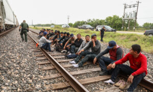 In Texas, Illegal Immigrants Take Their Chances on Trains