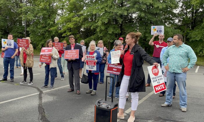 Patti Hidalgo Menders spoke at a rally outside of the Loudoun County Public School administration building on June 22, 2021. (Terri Wu/The Epoch Times)