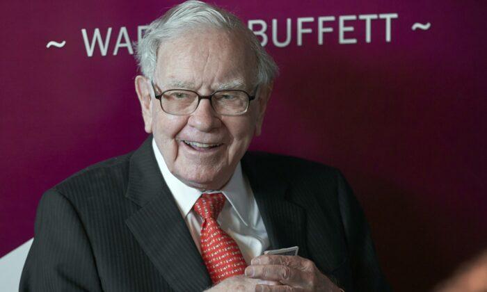 Warren Buffett, Chairman and CEO of Berkshire Hathaway, smiles as he plays bridge following the annual Berkshire Hathaway shareholders meeting in Omaha, Neb. on May 5, 2019 (Nati Harnik, File/AP Photo)