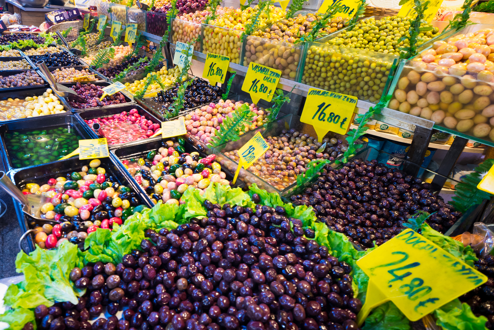 Olives,For,Sale,At,A,Street,Market,In,Kadikoy,,Istanbul,