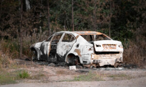 Waitress Spots Woman Trapped in Burning Car—Rushes to Pull Her Out, Saves Her Life