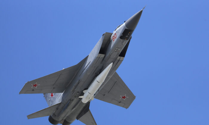 A Russian Air Force MiG-31K jet carries a high-precision hypersonic aero-ballistic missile Kh-47M2 Kinzhal during the Victory Day military parade to celebrate 73 years since the end of WWII and the defeat of Nazi Germany, in Moscow, Russia, on May 9, 2018. (Pavel Golovkin/AP Photo)