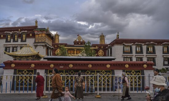 Xi Jinping Visits Tibet to Mark the 70th Anniversary of the CCP's Rule