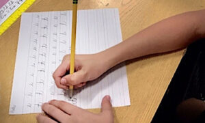 91-Year-Old Teaches Cursive to Arizona Students to Keep Art of Handwriting Alive