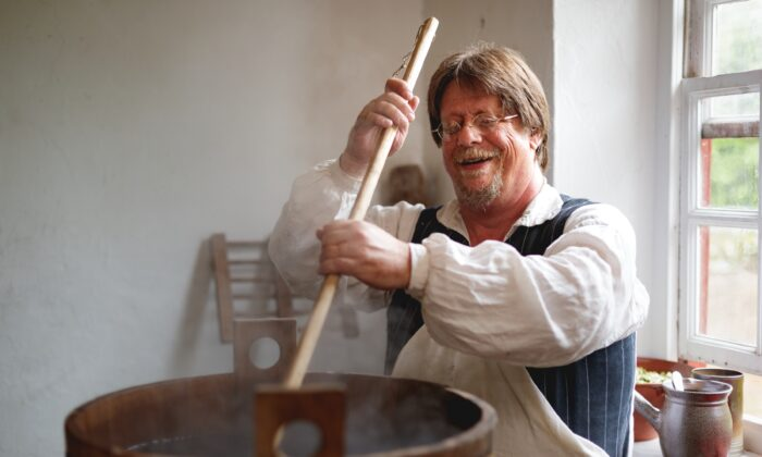 Frank Clark, master of Historic Foodways at Colonial Williamsburg, brewing beer the Palace Kitchen. (Courtesy of Colonial Williamsburg)