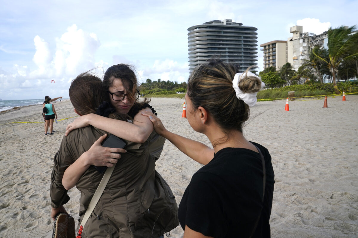 people-hug-at-site-of-building-collapse-miami
