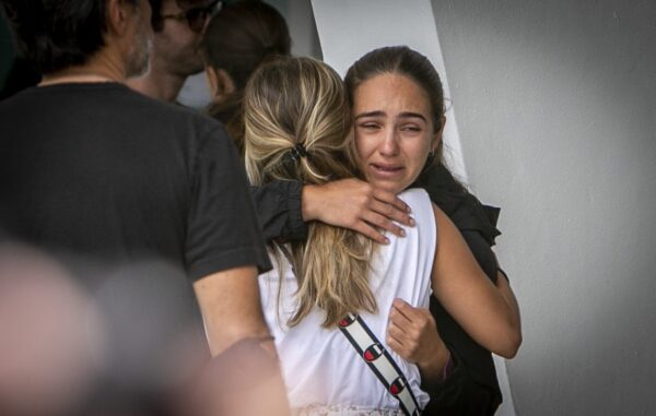 people-hug-building-collapse-incident-miami