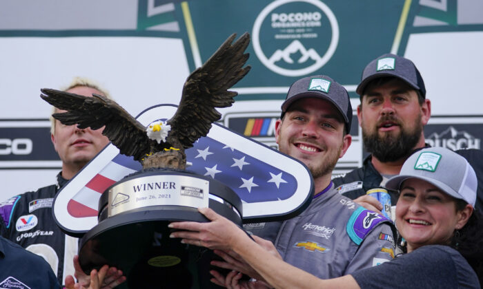 Alex Bowman (C) driver of car 48, celebrates with his crew after winning the NASCAR Cup Series auto race at Pocono Raceway, in Long Pond, Pa., on June 26, 2021. (Matt Slocum/AP Photo)