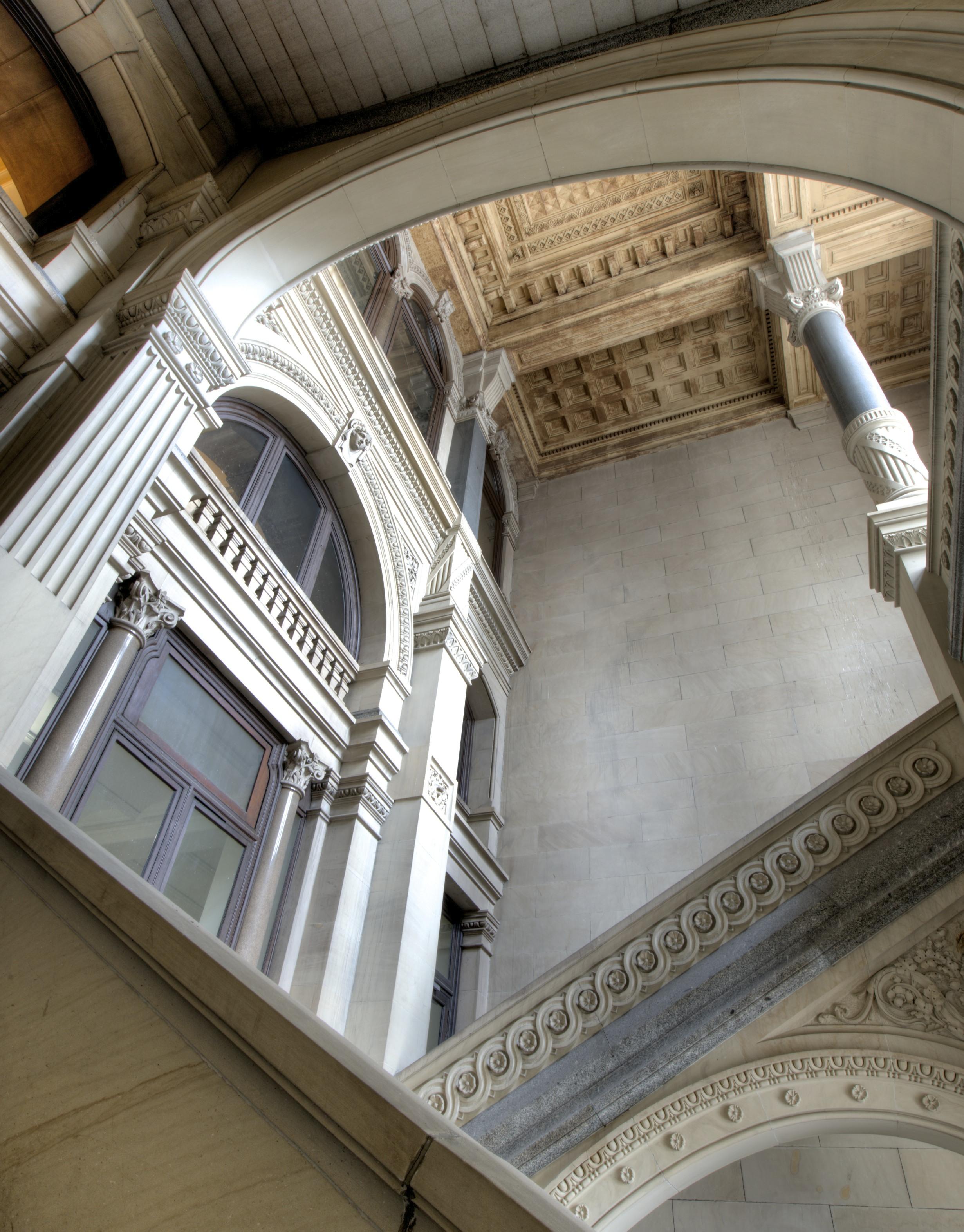 Philadelphia_City_Hall_-_South_Grand_Stairs
