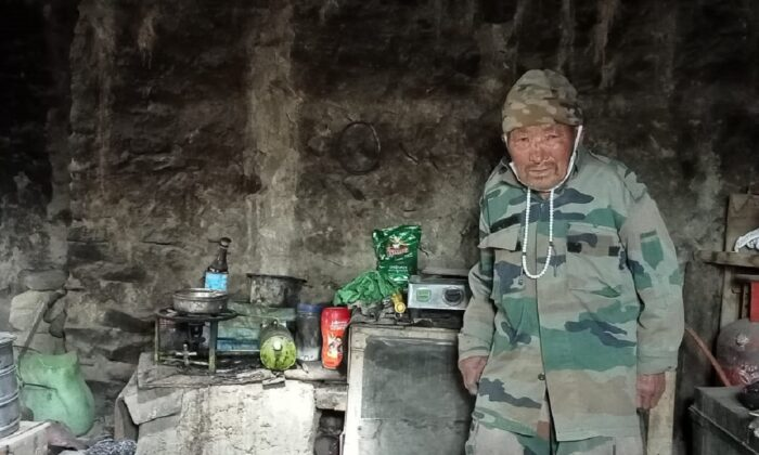 Tseten Namgyal, 82, a 1962 India-China prisoner of war inside his home, in his village, Urgu, in Maan Panong B panchayat on the de-facto border in the union territory of Ladakh on June 22, 2021. (Venus Upadhayaya/Epoch times)