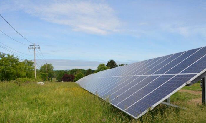 Solar panels at 5 Spoke Creamery in Goshen, N.Y., on June 3, 2015. (Yvonne Marcotte/Epoch Times)