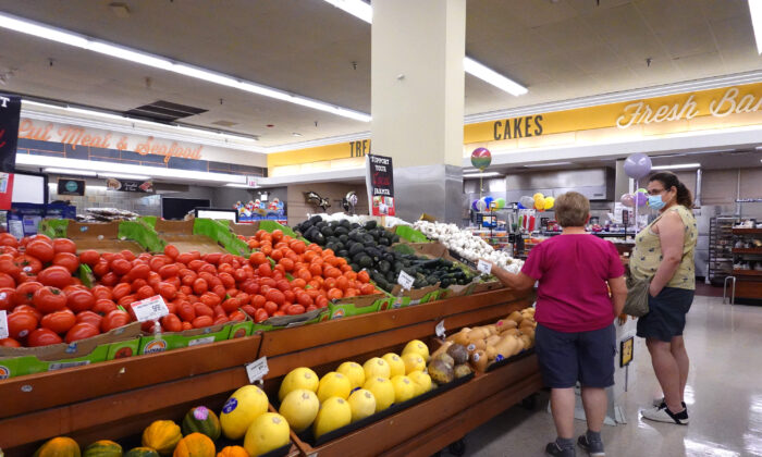 Customers shop at a supermarket in Chicago, Ill., on June 10, 2021. (Scott Olson/Getty Images)