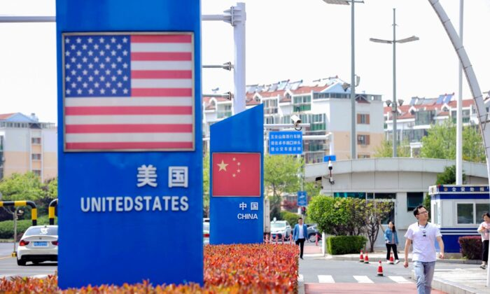Signs with the US flag and Chinese flag in Qingdao in China's eastern Shandong province on May 8, 2019. (STR/AFP via Getty Images)
