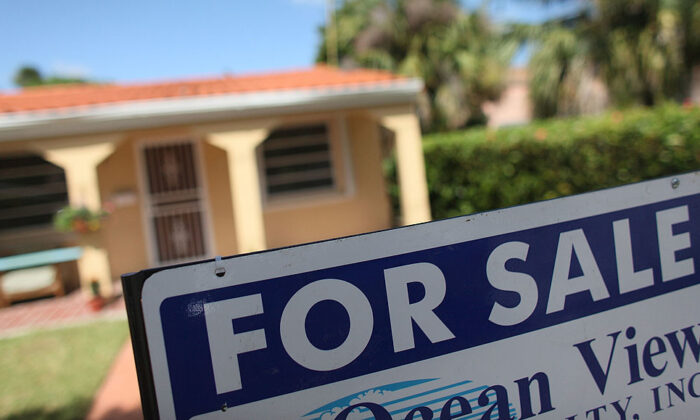 """A """"For Sale"""" sign is seen in front of a home in Miami, Fla. (Joe Raedle/Getty Images)"""