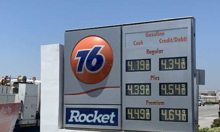 July 1 rates at a gas station in Los Angeles County, Calif. (Linda Jiang/Epoch Times)