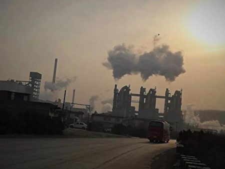 Pollution caused by a local aluminum factory in Shanxi Province, China. (Courtesy of interviewee of The Epoch Times Chinese Edition)