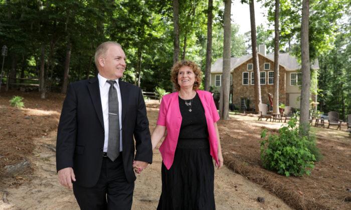 Tiberiu and Sandra Czentye outside their South Carolina home. (Samira Bouaou)