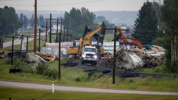 canada-train-derails