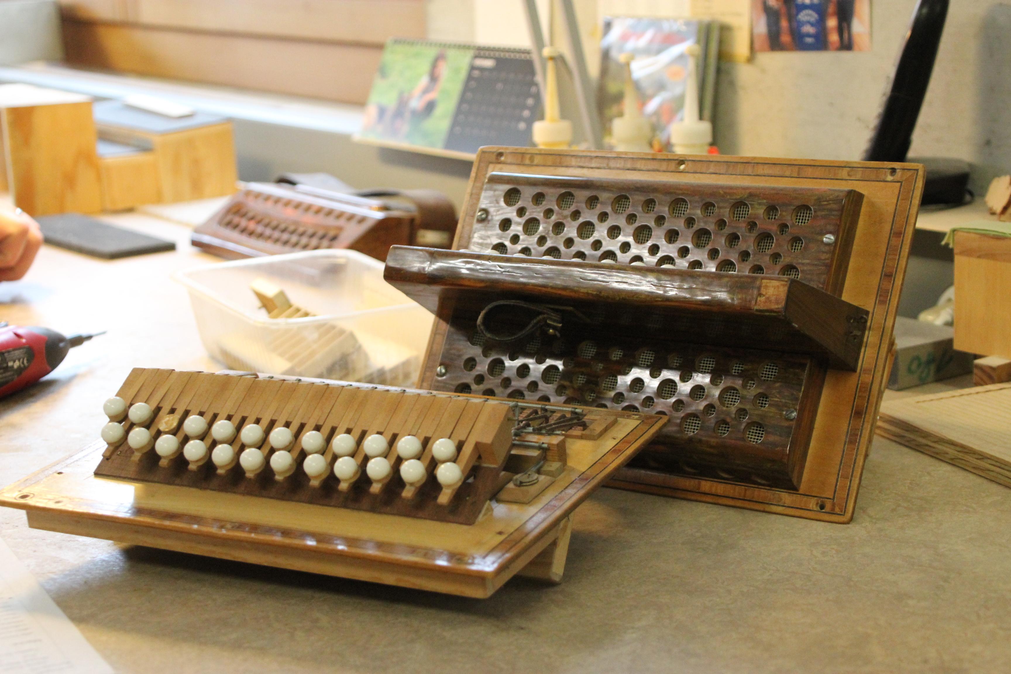 repair of an old accordion 1 copyright Wibke Carter