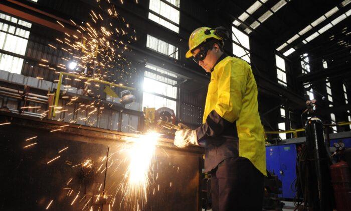 Trainee steelworker at One Steel in Melbourne, Australia, April 30, 2013. (AAP Image/Julian Smith)