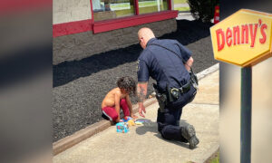 Touching Photo Shows Police Officer Comforting Homeless Child Living in Denny's Parking Lot With Mom