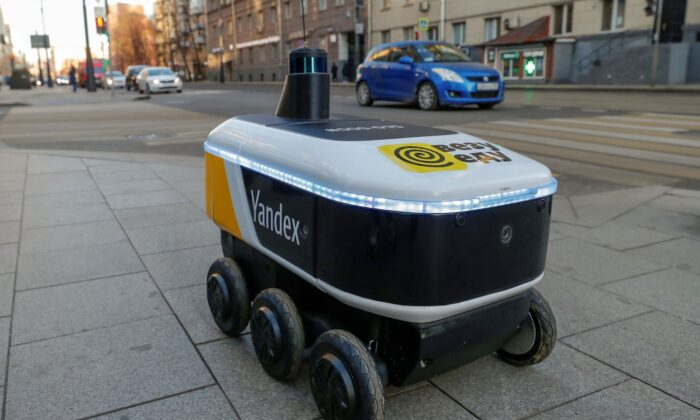 Yandex.Rover, a driverless robot for delivering hot restaurant meals, is seen at a business district in Moscow, Russia on Dec. 10, 2020. (Evgenia Novozhenina/Reuters)