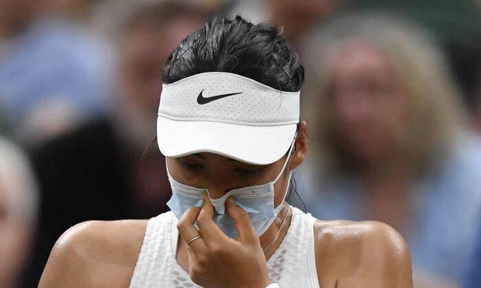 Britain's Emma Raducanu receives medical attention during her fourth round match against Australia's Ajla Tomljanovic during Tennis - Wimbledon at All England Lawn Tennis and Croquet Club in London, Britain, on July 5, 2021. (Toby Melville/Reuters)
