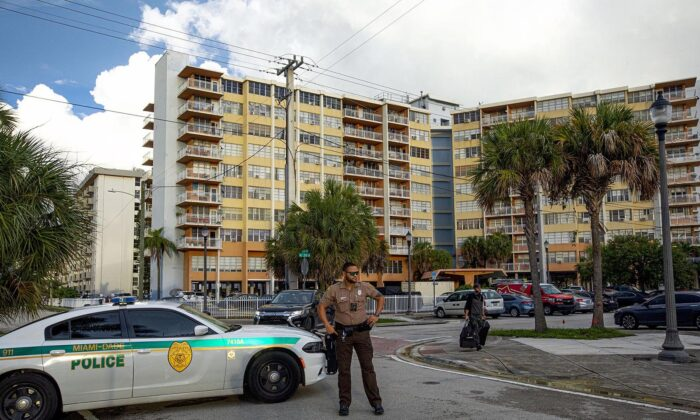 The city of North Miami Beach has ordered that Crestview Towers Condominium be immediately closed and evacuated Friday, on July 2, 2021, in the evening after a building inspection report found it to have unsafe structural and electrical conditions, city officials announced. (Daniel A. Varela/Miami Herald)