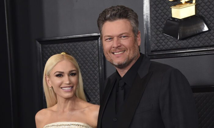 Gwen Stefani (L) and Blake Shelton arrive at the 62nd annual Grammy Awards in Los Angeles, Calif., on Jan. 26, 2020. (Jordan Strauss/Invision/AP)