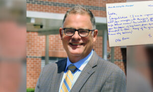 Principal Writes Personalized Notes to All 459 of His Graduating Seniors as a Labor of Love