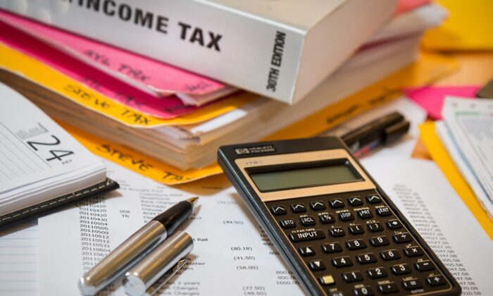 A calculator and tax files. (Steve Buissinne (stevepb)/Pixabay)