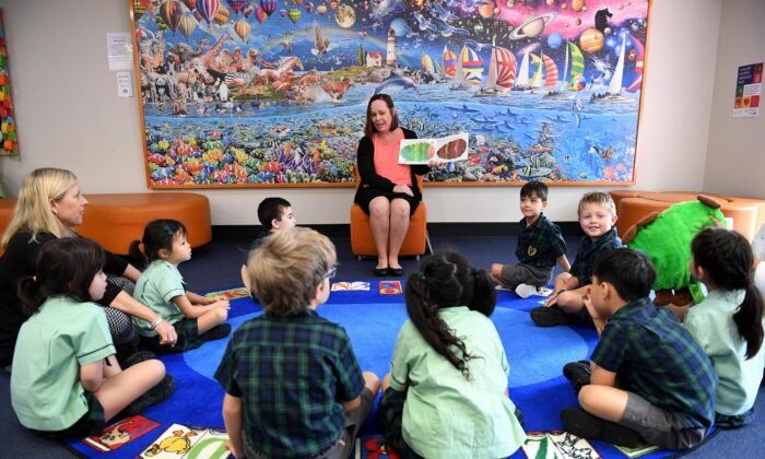 A teacher reads a story to young students at The Glenleighden School in Brisbane, Australia, May 18, 2017. (AAP Image/Dan Peled)