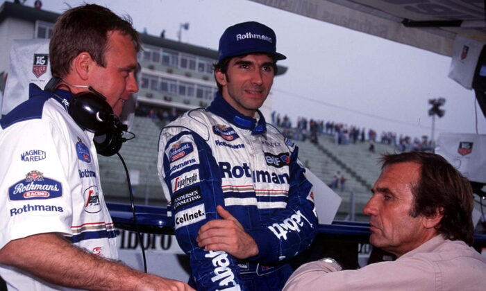 Damon Hill (C) talks with race engineer David Brown (L) & Carlos Reutemann at the Argentinian Grand Prix in Buenos Aires, Argentina, on April 9, 1995. (John Marsh/Action Images F1)
